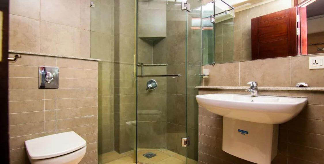 Silver Oaks F-10 Bath Room